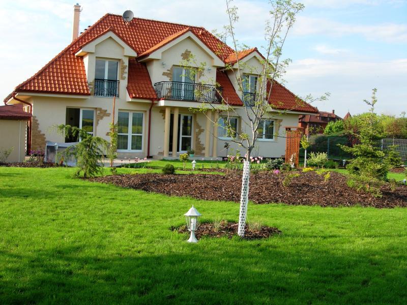 Accommodation in Cottage Pruhonicky park, holiday rental in Velke Popovice