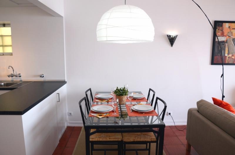 Salle à manger, entre le salon et la cuisine