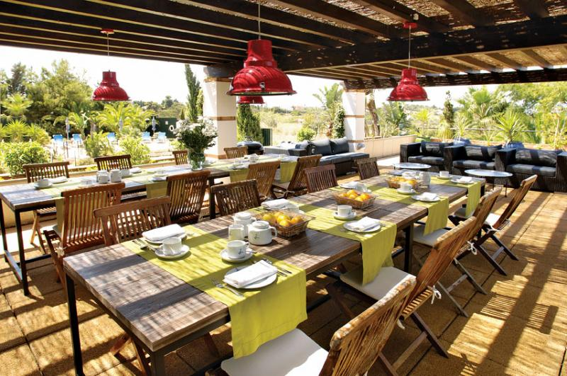 Breakfast and BBQ Terrace
