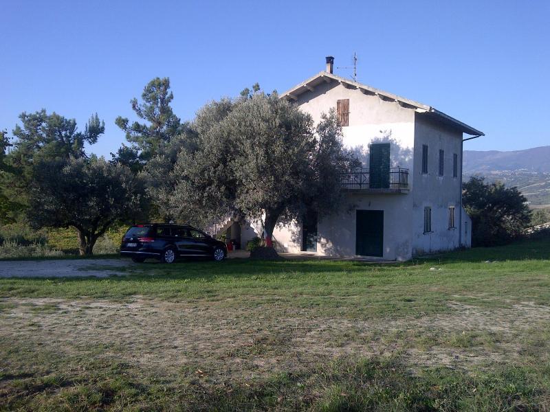 CUZZI COUNTRY HOUSE, alquiler vacacional en Villa Oliveti