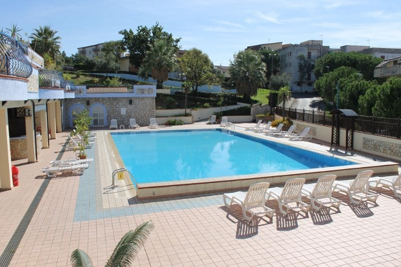 3-rooms apartments at Panorama Scalea with swimming pool, vakantiewoning in Santa Maria del Cedro