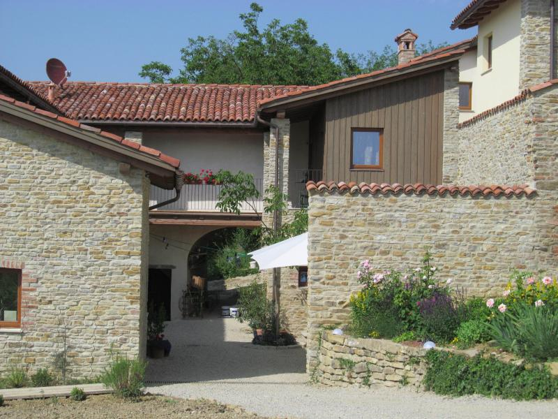 Cascina Cerea/La Nocciola, holiday rental in Vicoforte