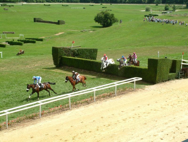 Horse racing at Pompadour