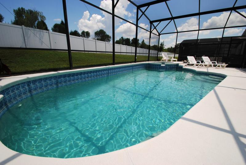 A stunning pool home in Kissimmee, Disney Paradi, holiday rental in Kissimmee