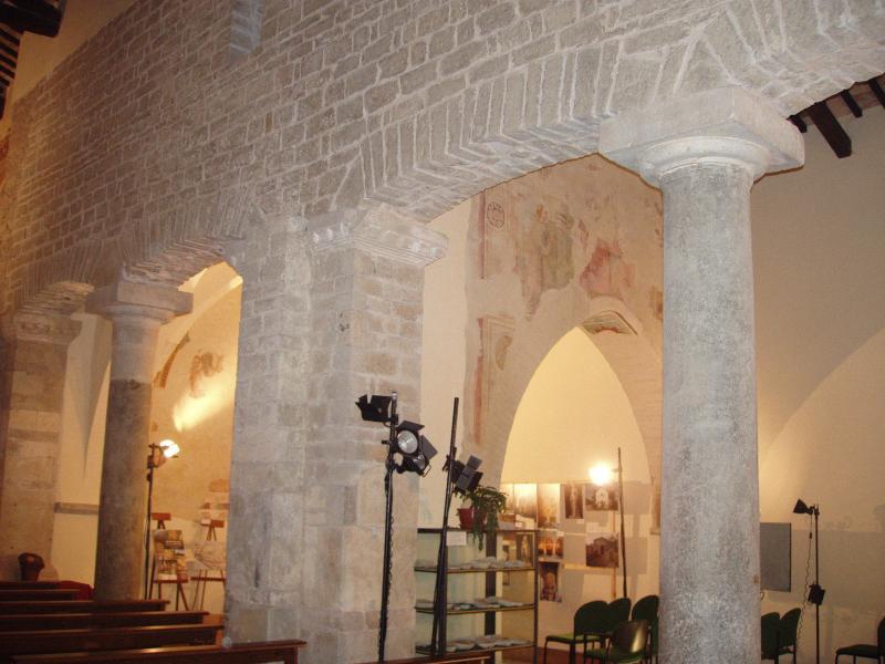 Chiesa Spietro in Centomuri Ad 1200