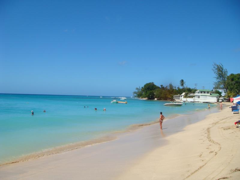 The famous Mullins Beach a 2 minute drive away, perfect for swimming and snorkelling