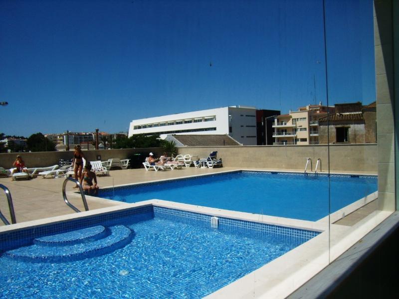 Quinta das Palmeiras 3 Bed Apt - Wifi & Indoor Swimming Pool, location de vacances à Lagos