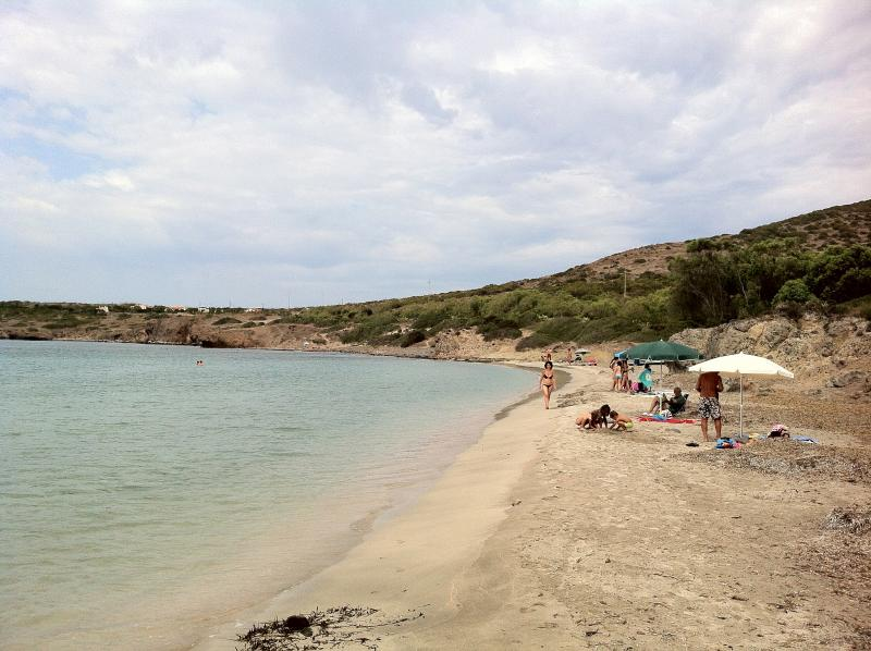 the beach of fine sand and crystal clear water at 700 m from the House