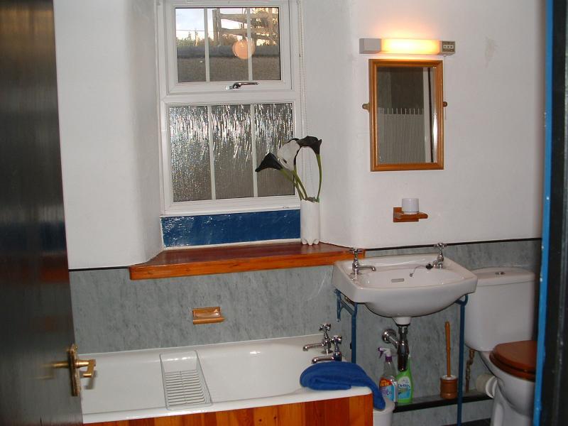 Geräumiges Badezimmer [mit separater Duschkabine, die nicht aktiv in den Foto]