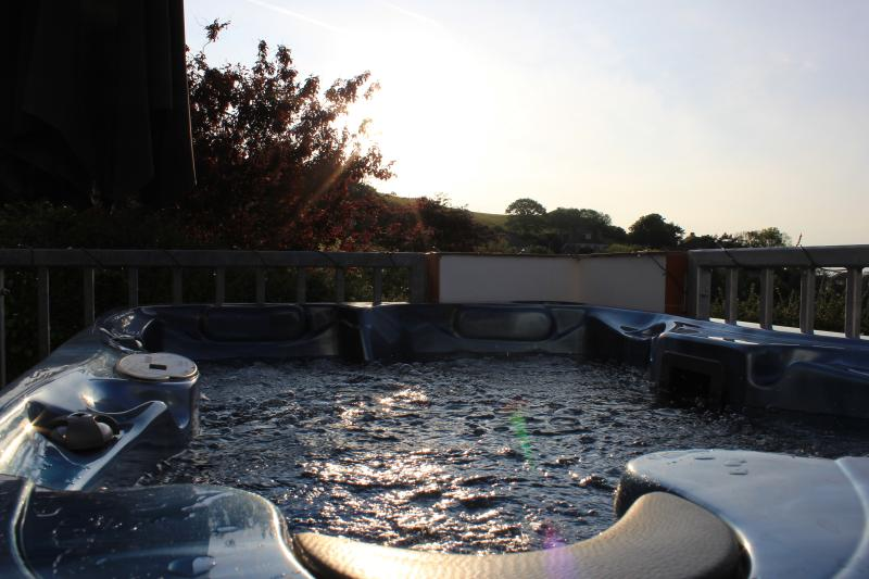 Relax in the hot tub on the patio overlooking the sea - available til 10pm in the evening