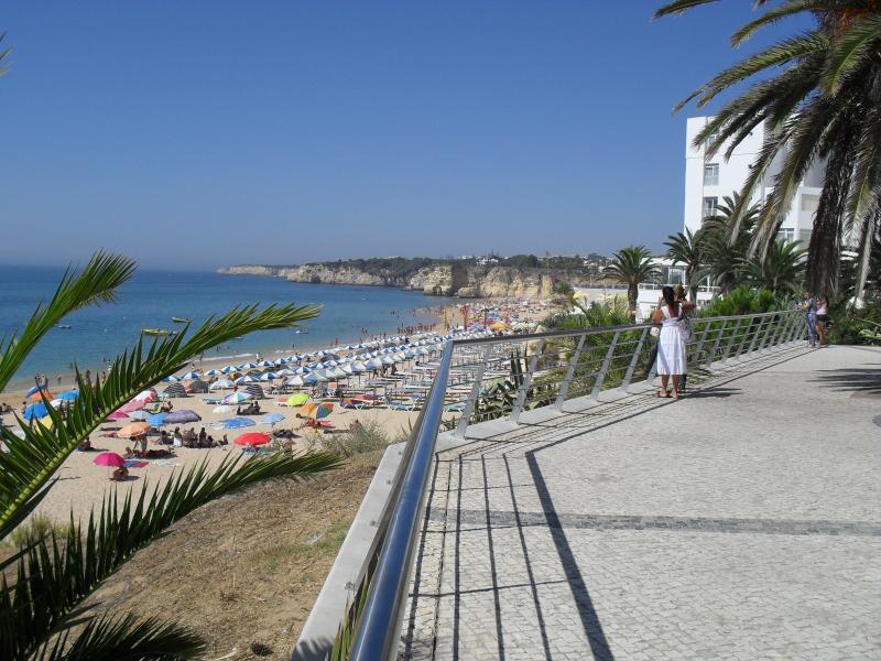 La plus longue plage de Algarves à 400 mètres à pied de l'appartement