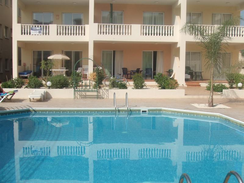 Diana Gardens 2Bed Ground Floor Poolside Apartment, holiday rental in Geroskipou