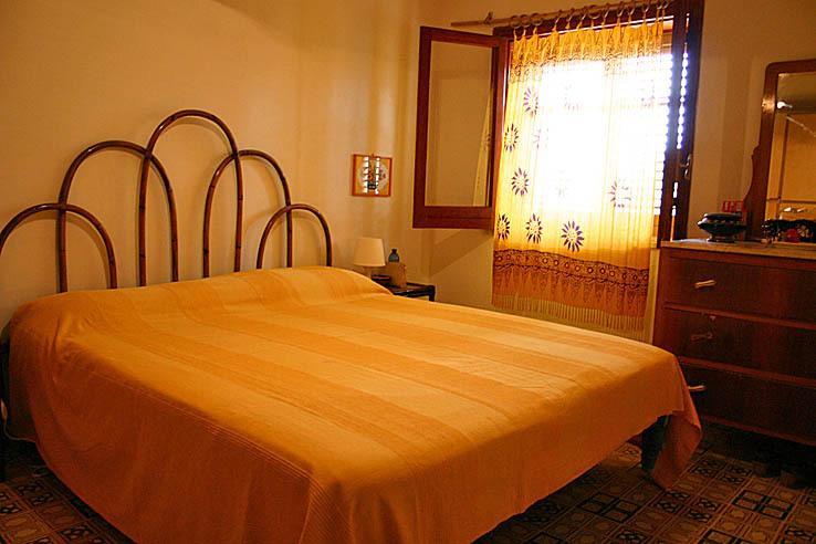 Camera da letto con letto doble