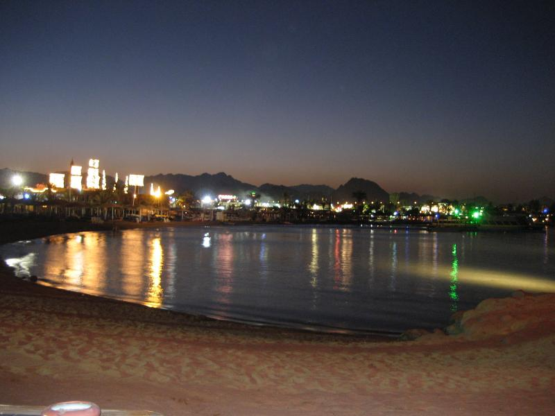 Na ama Bay by night, time to party