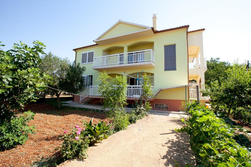 House near sea, holiday rental in Bibinje
