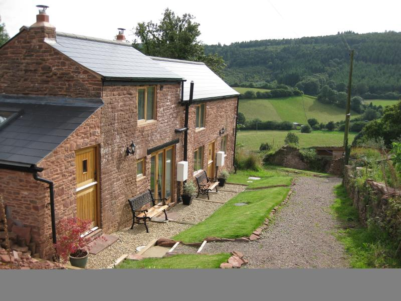 Wren Cottage; pet friendly with wood burner and bird hide in stunning location, casa vacanza a Forest of Dean