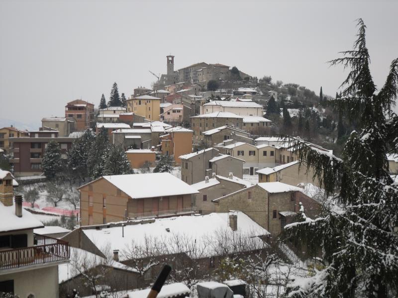 Agello verschneit