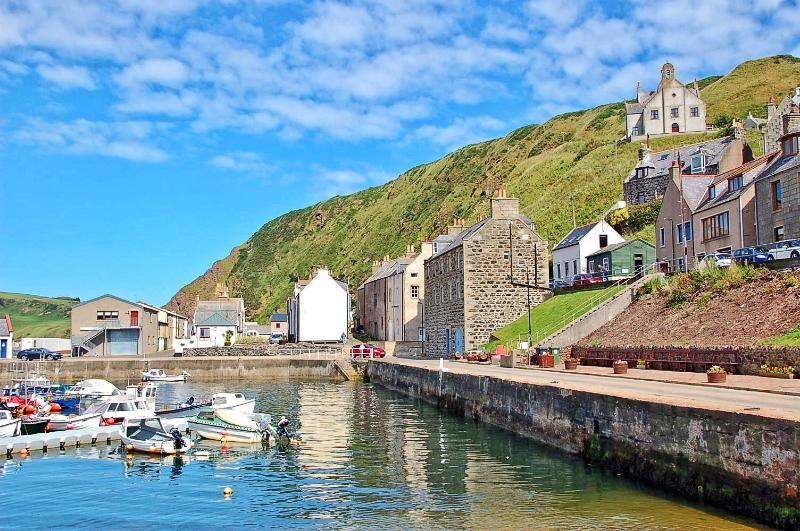 Harbour Cottage - Gardenstown Lovely Coastal Cottage by Harbour & Beach, alquiler vacacional en Aberdeenshire