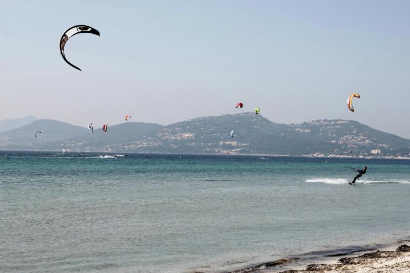 Kite surfing at the Almanarre beach.