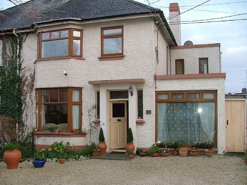 Period House beside  floribund  'People's Park', Dart, Sea and shops, vacation rental in Howth