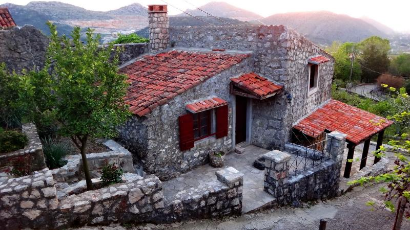 OLD MILL Stonehouse, holiday rental in Bar Municipality