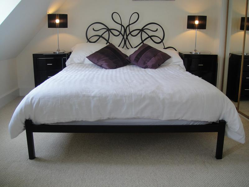 MoatHouse No.9 - Luxurious Master Bedroom