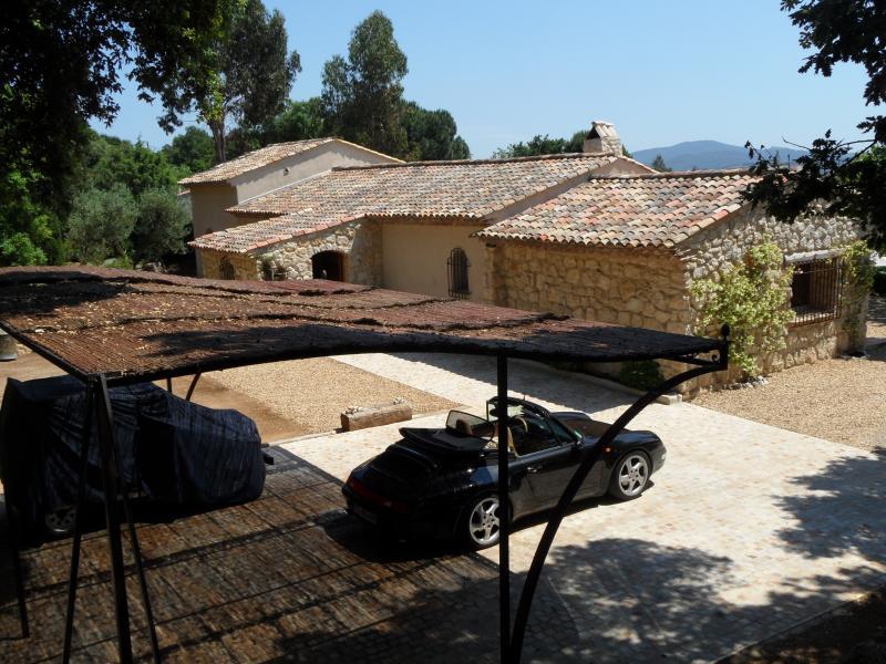 Villa et parking