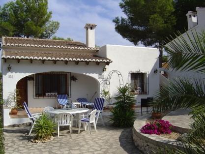 front of villa & patio area
