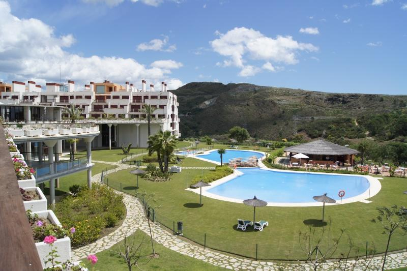 Resort with lots of sport and leisure facilities, location de vacances à Estepona