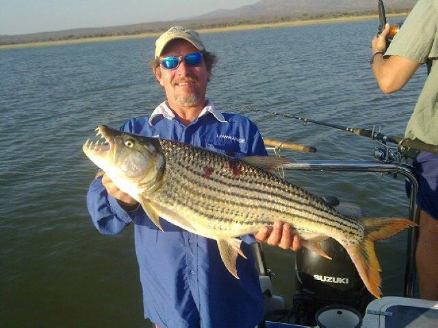Tigre pesca, lago Jozini