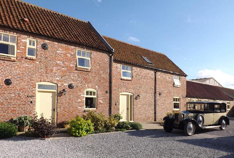 High Barn Broadgate Farm Cottages 6 bed, holiday rental in Skidby