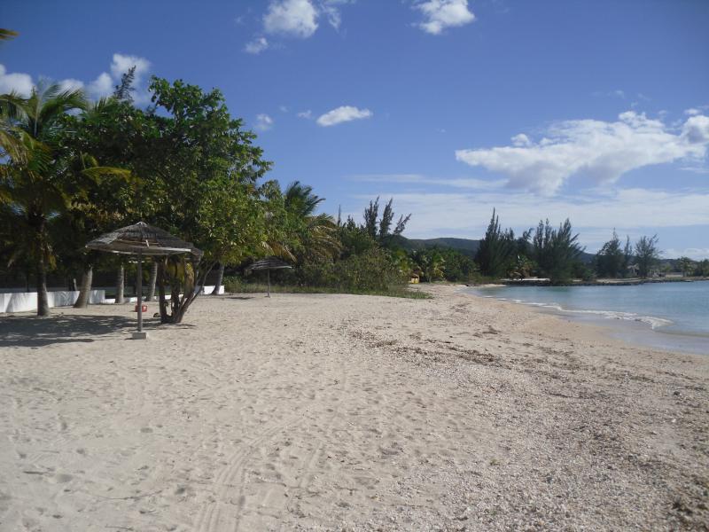 Beach 5 mins away.