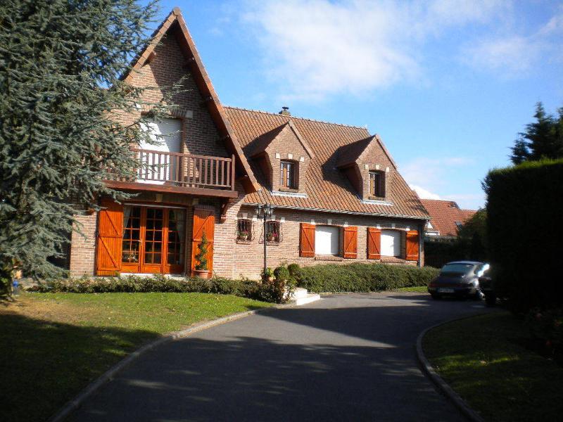 LE CEDRE BLEU  Chambres Hôtes, Gîte., location de vacances à Bullecourt