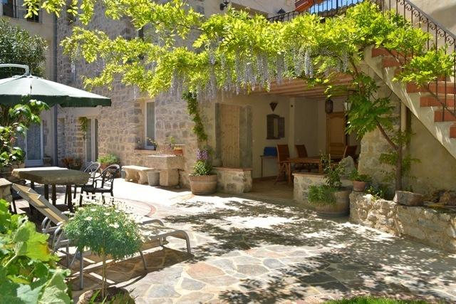 Holidays in Lagrasse. Ground floor studio set in walled garden with pool.