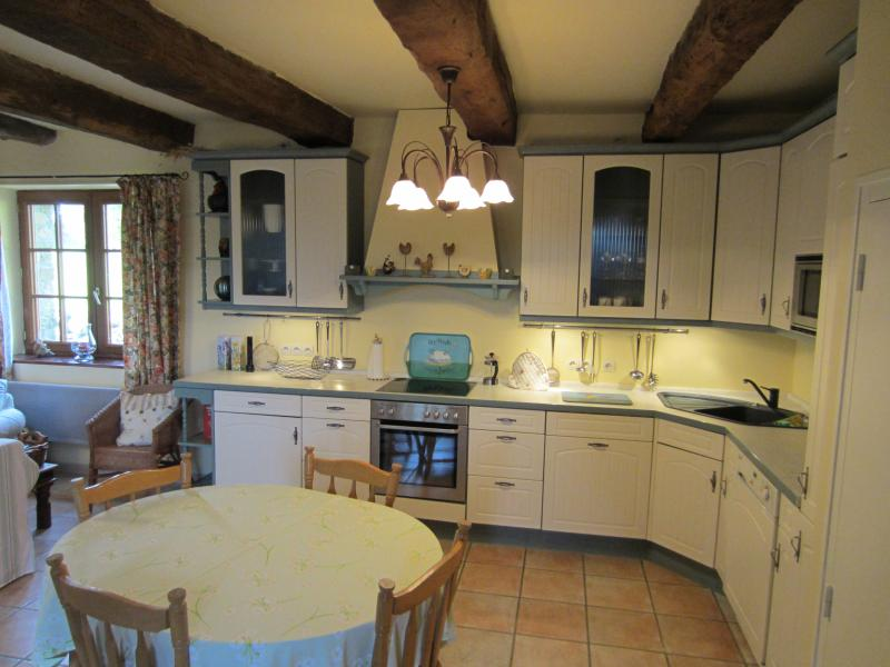 Le Gite Au Manoir - tastefully renovated peaceful 15th Century cottage with WiFi, holiday rental in Carnoet