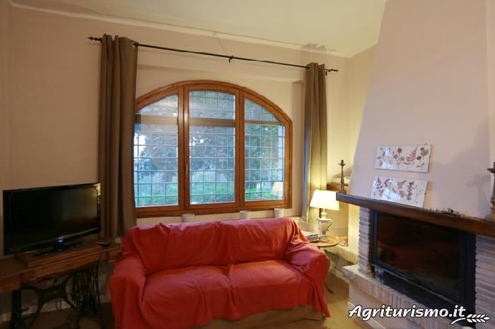 Appartamento Castagno con piscina, vacation rental in Capranica - Scalo