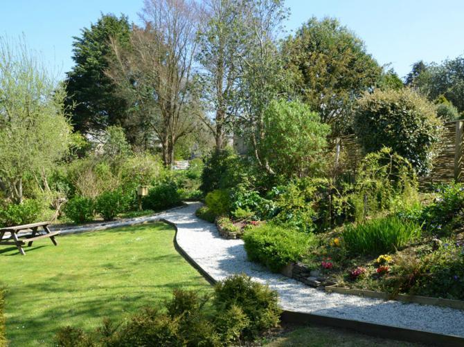 Kilminorth Cottages - gardens