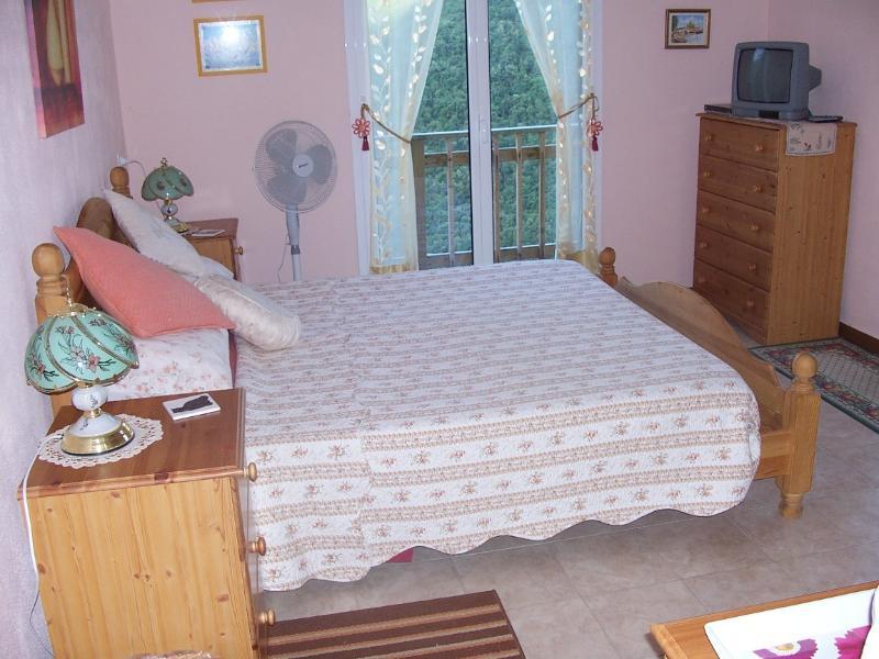 Peach double bedroom - en suite