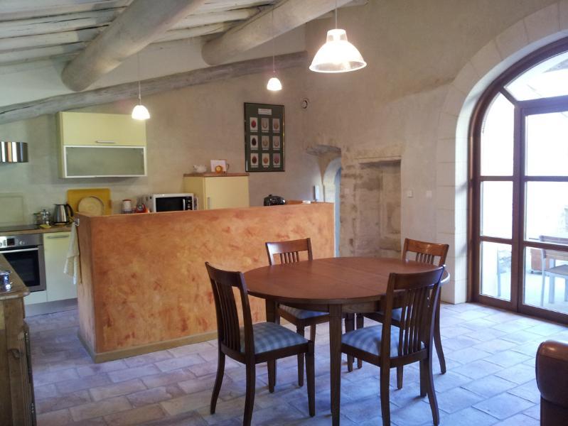 le salon séjour cuisine donnant sur la terrasse