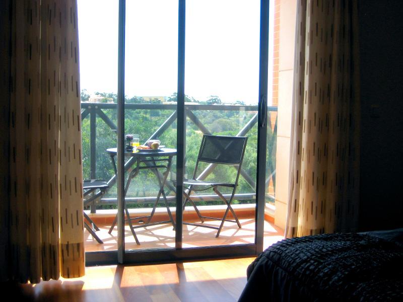 Ontbijt in de zon op een van de 3 balkons