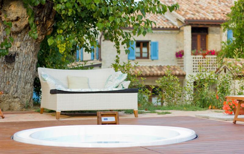 Borgo la Rovere: app. I TULIPANI, holiday rental in Monte Porzio
