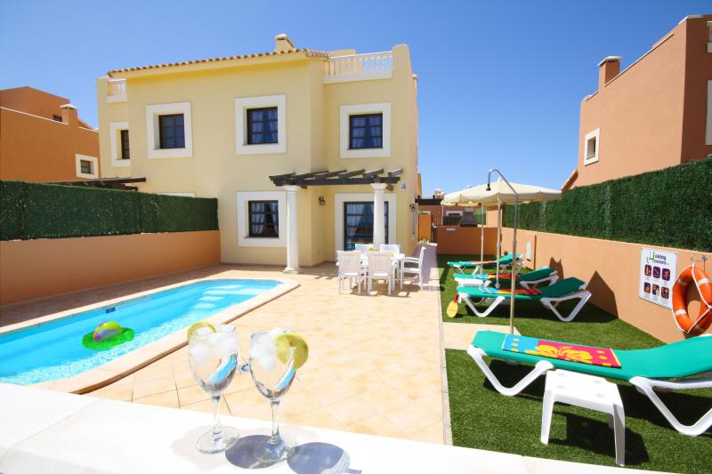 'HOLIDAY VISTA - 1'. Private pool and near beaches, holiday rental in Corralejo