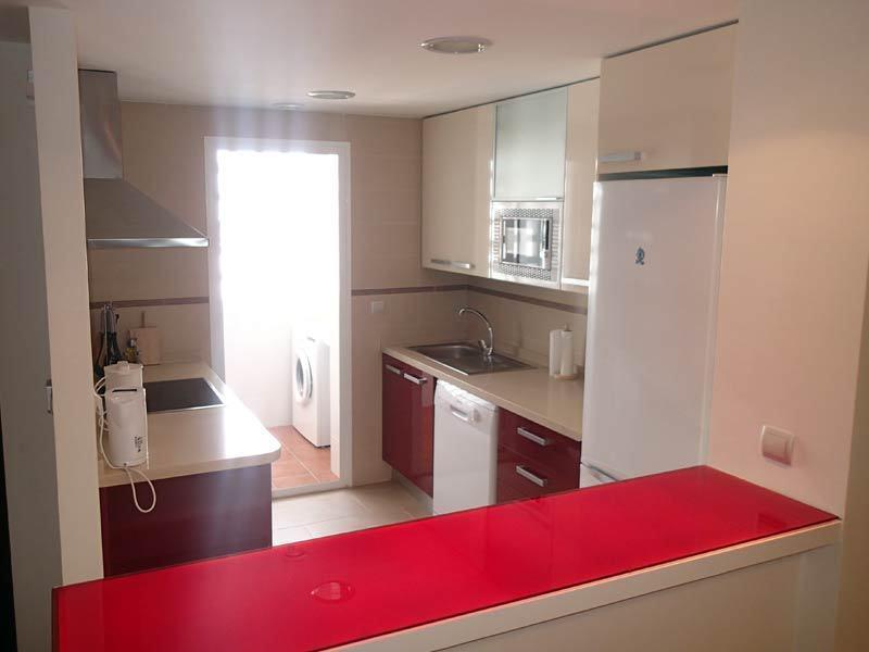 Kitchen with Cooker, Hob, Microwave, Dishwasher, Fridge/Freezer