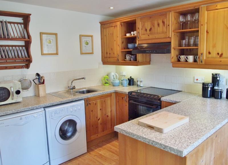 KITCHEN WITH FAN OVEN & CERAMIC HOB, DISHWASHER, WASHER/DRYER MICROWAVE
