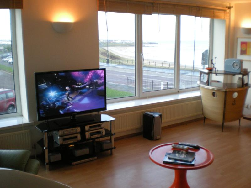 Lounge with panoramic views of the Longsands