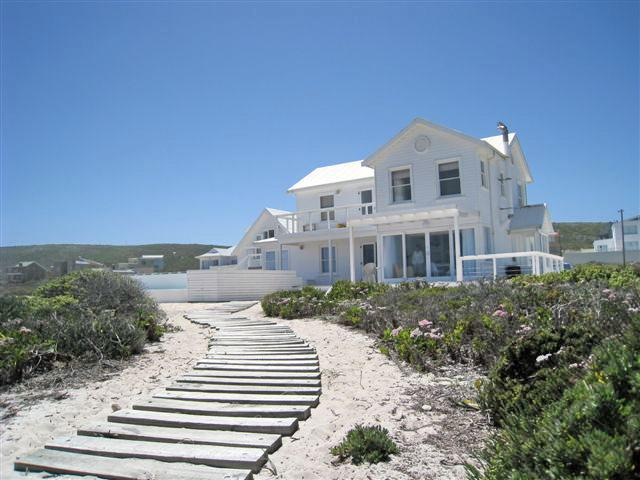 Pearl Bay Beach House, holiday rental in Grotto Bay