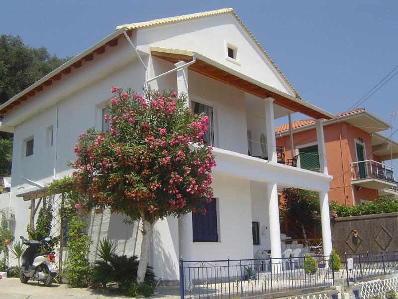 Blue Harbour Villa - Apartments - Four double rooms available accomodating from 2 up to 10 guests
