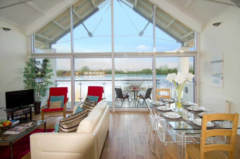 22 Waterhaze a magnificent Glass House on 5 star Lower Mill Estate with uninterrupted lake views