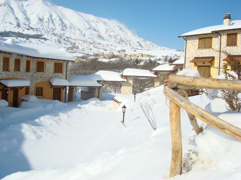 Appartamento bilivelli i Cerri, vacation rental in Coppito