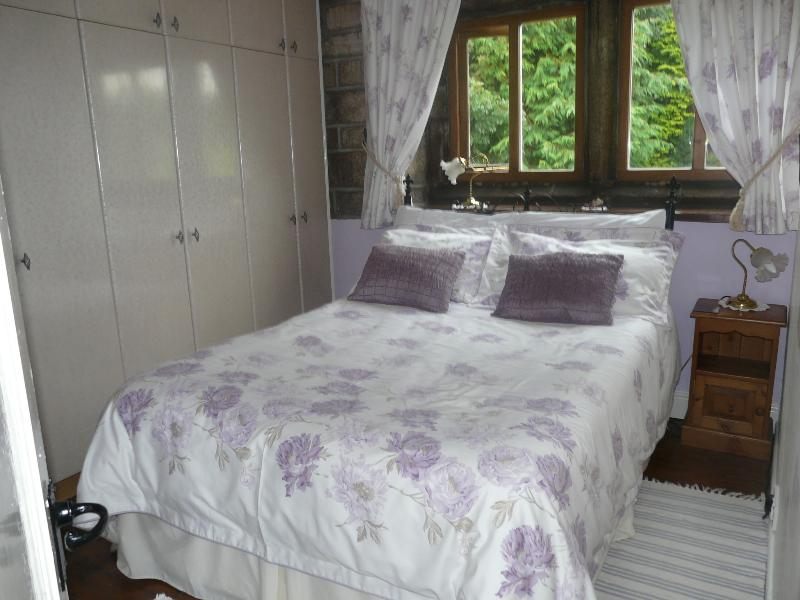 Double bed with luxury microfibre duvet, egyptian cotton sheets. Plenty of storage & dressing ta